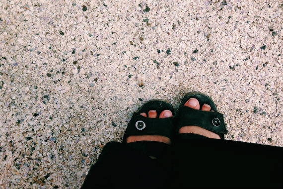 Feet 570